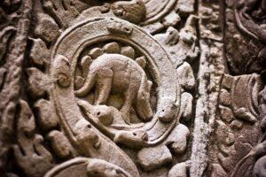 Stegosaurus intaglio su antico tempio cambogiano